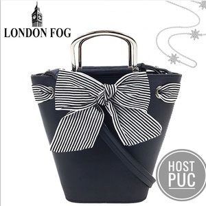 🎉HP🎉 London Fog Navy Sussex Bucket S Tote Bag